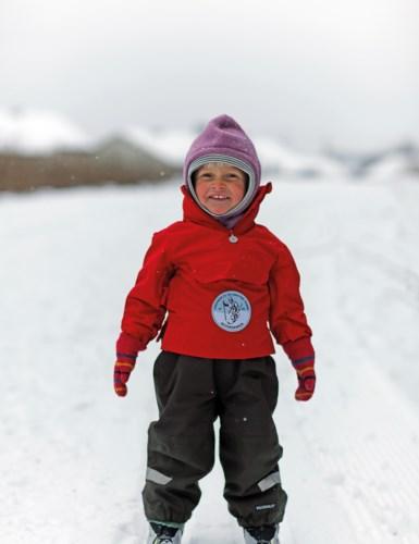 Liten jente på ski